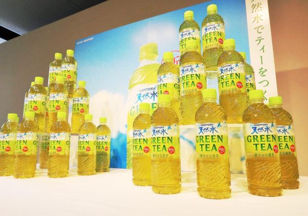 「天然水」から〝緑茶〟が登場/サントリー
