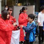 「令和」コーラを新橋駅前で2千本配布/日本コカ・コーラ